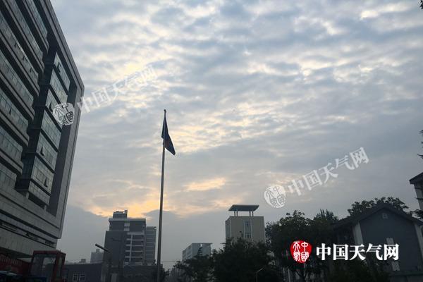北京清晨有轻雾能见度较低 明后天暂迎阳光
