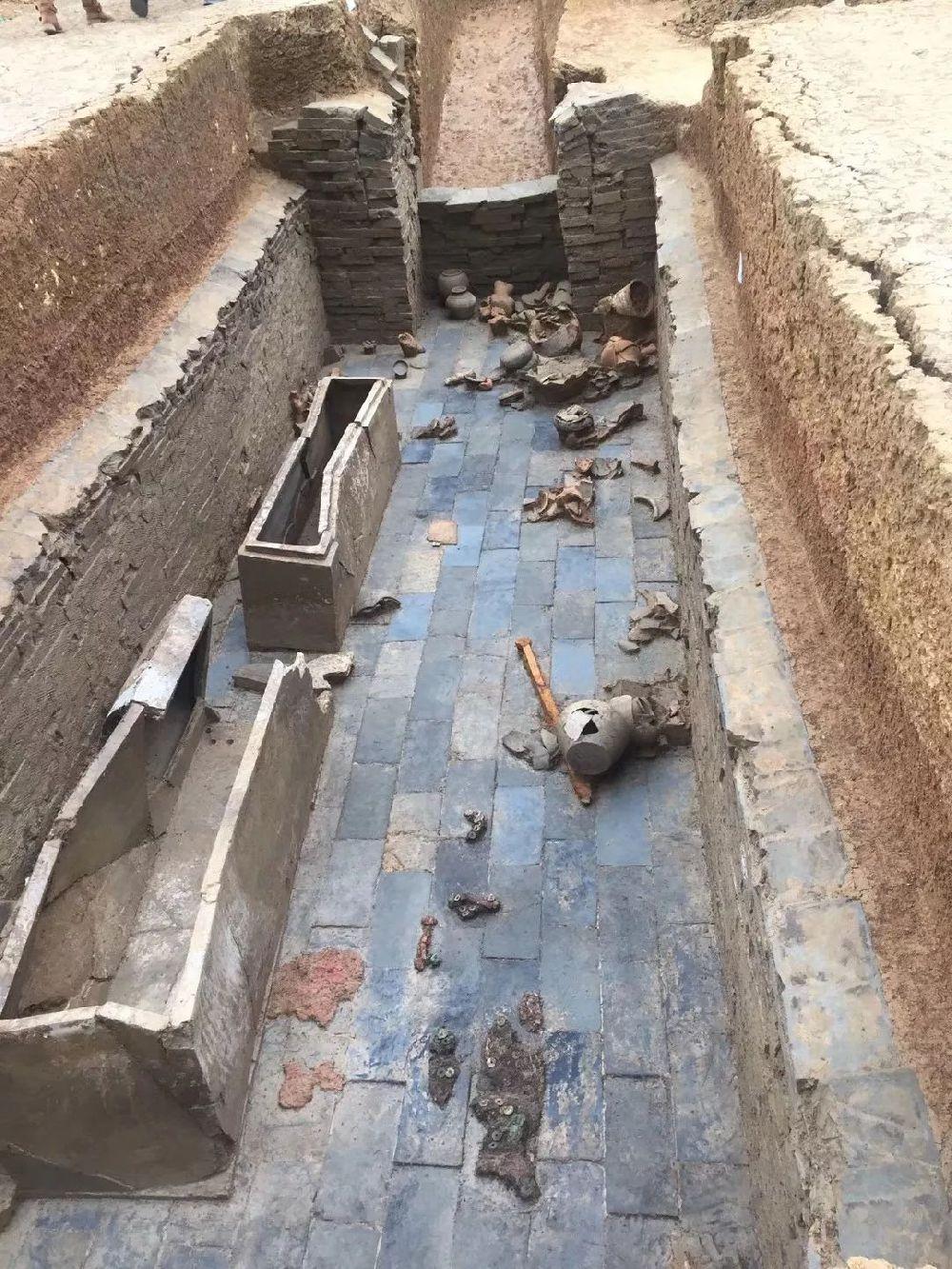成都成华区槐荫路杨柳社区道路施工发现汉早中期家族墓(图)
