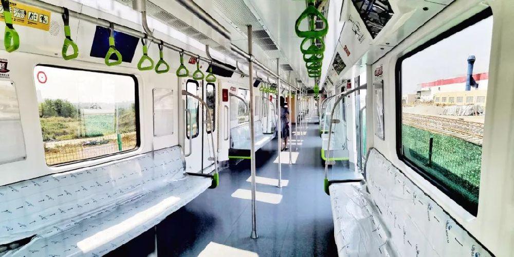 """成都地铁8号线新车亮相 喜提""""苹果绿"""""""