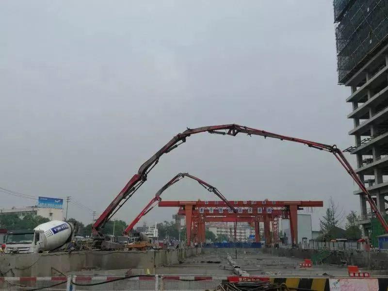 2019年5月成都地铁9号线成都西站成功封顶