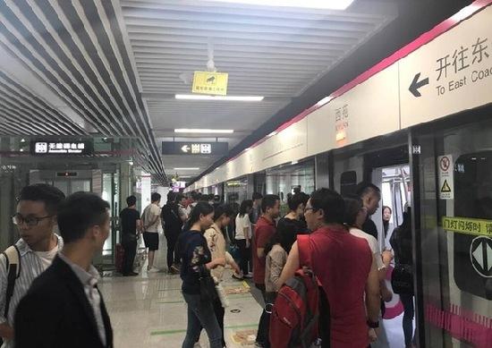 """昆明地铁3号线通车在即 200余名""""群演""""体验全线设备流畅性"""