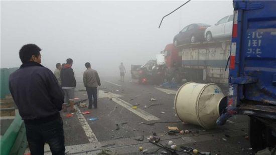 大广高速濮阳段大雾8车连环撞4人亡