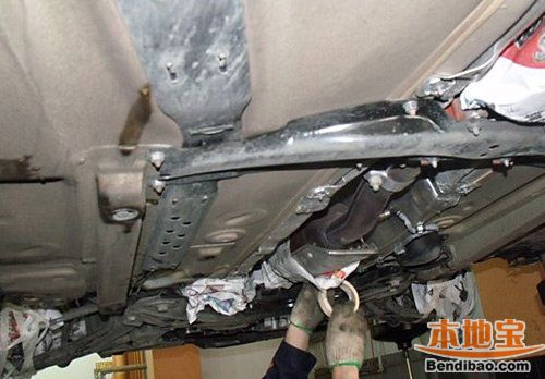 底盘装甲可以有效保护车辆在恶劣道路下的行驶安全   底盘高清图片