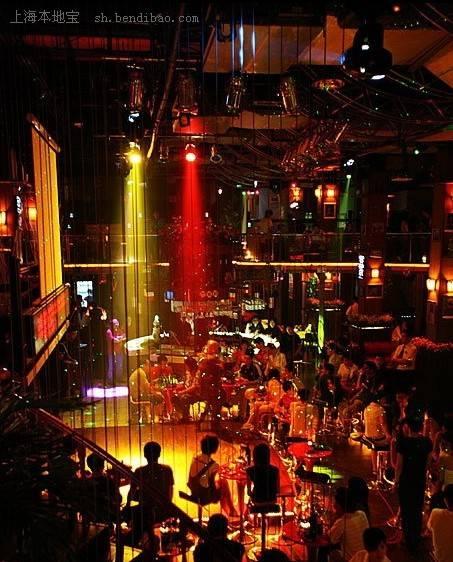 上海:衡山路   衡山路是上海最大的酒吧街