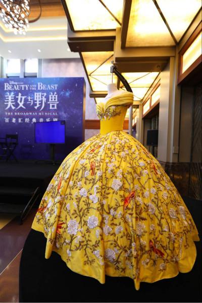 最美中文版《美女与野兽》发售
