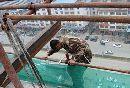 宁化:中年男子欲跳楼