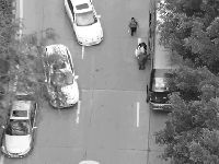3月31日广州一客运大巴违章上下客 被无