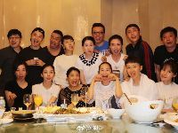 96级北电表演班同学聚餐合影 黄晓明和陈