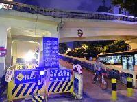 8月24日陵园西路西侧天桥开拆 封闭施工