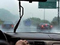 交警提示:雨天行车 记得开雾灯勿急刹