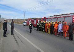 合作开展危化品运输车辆交通事故模拟演练