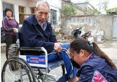 72位残疾人免费领取爱心轮椅