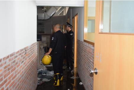 违规焊接酿火灾,大鹏公安分局拘三人