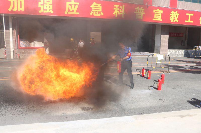消防演练进社区 安全知识入人心