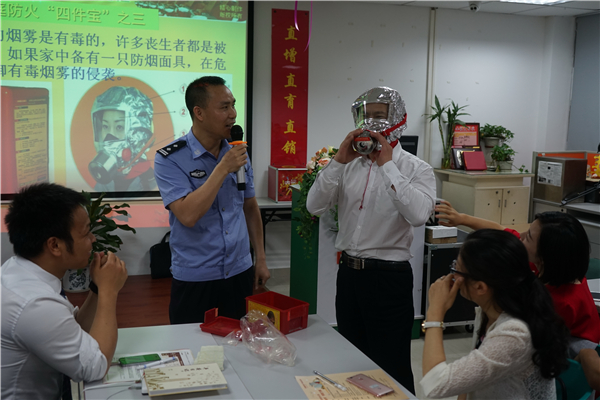 """说防火、道平安,学会消防心不慌!——盐田分局开展消防宣传""""六进""""系列活动"""