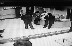 女患者与护士发生争执视频截图(画圈处)。